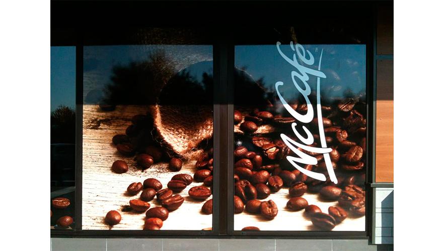Décoration vitrine impression numérique avec film protection